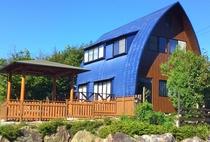 最大18名様までご宿泊可能なアーチハウス。吹抜けインナーバルコニーもあり開放感いっぱい。