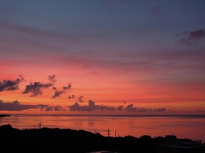テラスから見れる夏の夕陽
