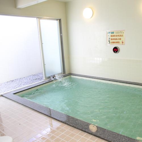 広い浴槽につかり、心身共にゆったりと心ゆくまでお寛ぎ頂けます。