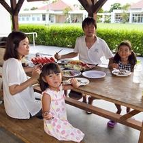 親子そろって夕暮れの沖縄BBQ!