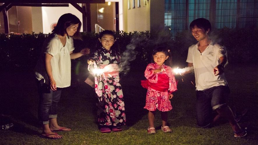 夏の思い出に家族で花火はいかがですか♪