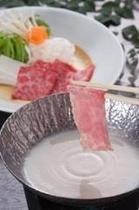 霜降り馬肉の豆乳しゃぶしゃぶ