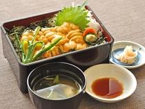 【6月頃から8月中旬までの特別メニュー】期間限定のウニ丼。夏季限定 要予約)
