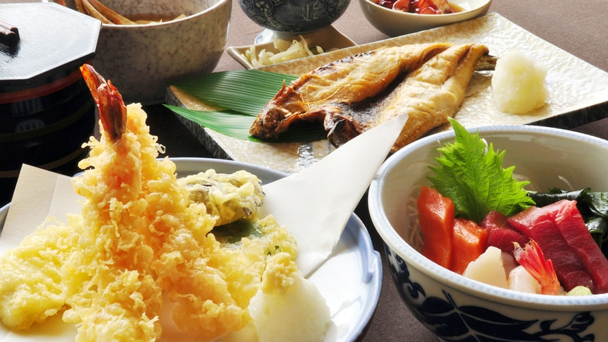【観光プランのご夕食】てんぷら、お刺身、焼き魚 ボリューム満点