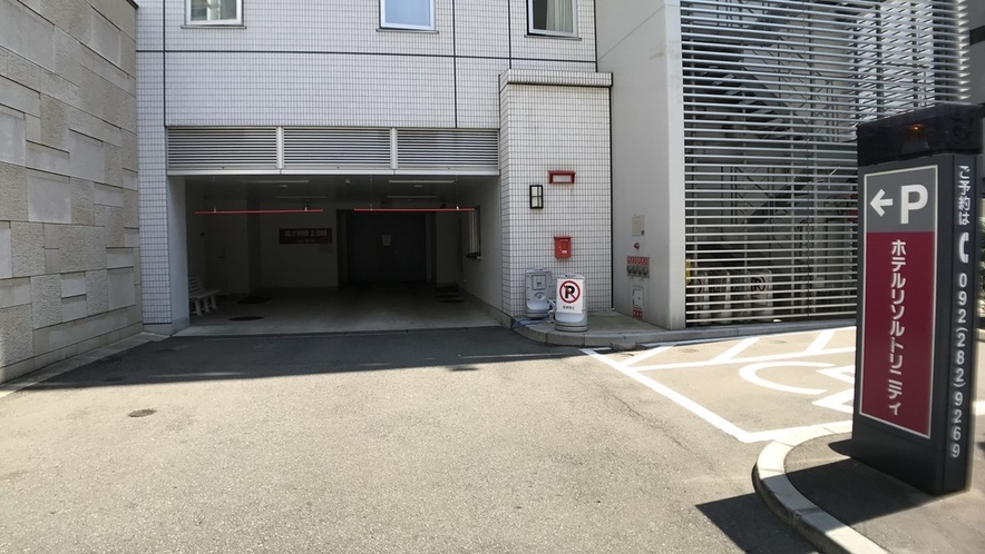 (新)ホテル駐車場入り口