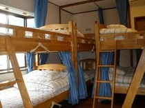 "Mix Dorm Room ""B"" Bunk Beds 10 Guests"