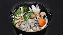 *夕食(一例)地元産の新鮮な牡蠣をカキ鍋で。プリプリな食感をお楽しみください。