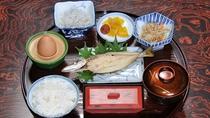 *朝食(一例)バランスの取れた和朝食をご提供しています。