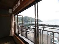 海側のお部屋からは情緒豊かな海景色が