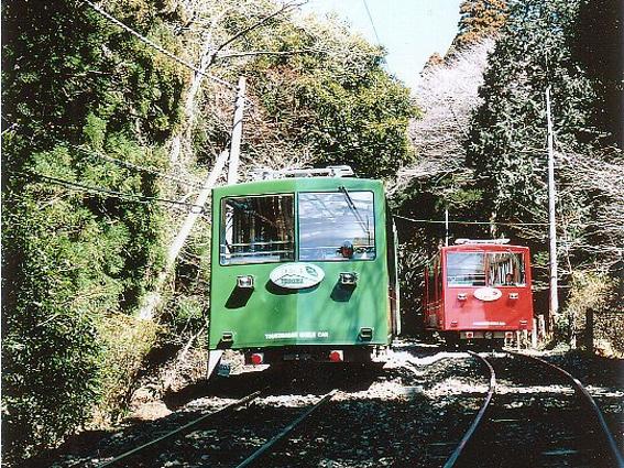 筑波山を走るケーブルカー/筑波山中腹