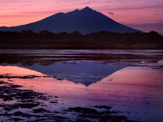 朝焼けの筑波山