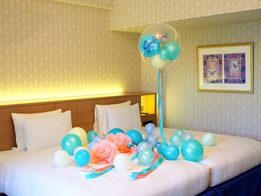 【バルーンでお祝い】ペーパーフラワーバルーンベッドメイクとフレンチトーストアラモードでホテル満喫♪