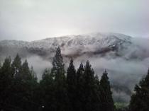 部屋から見える 氷ノ山(ひょうのせん1510m)