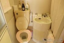 ツインルームはバストイレ付