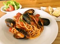ムール貝のトマトソースパスタ