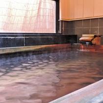 *内湯 桧風呂/加温加水なしの源泉100%!かけ流しの天然温泉です。