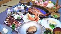 *夕食一例/アワビ・伊勢海老コース。漁師町の雲見だから、より新鮮な味をご提供いたします。