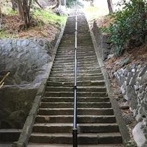 *【雲見/浅間神社】烏帽子山の山頂へ続くと石段。山頂からは西伊豆の絶景が広がります。