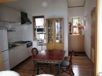 室内(キッチン・玄関を望む)