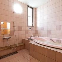 ジャグジーバス浴室
