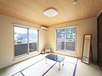 海側の8畳和室【あたみ桜】お部屋の2か所のバルコニーから日の出もご覧いただけます。