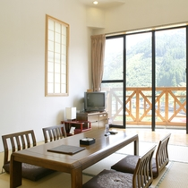 【客室一例】窓から山里の風景をご覧いただけます