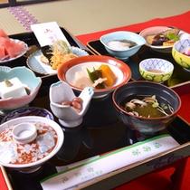 *精進料理/お肉、お魚を使わない仏教の伝統的な食事。体に優しい高野山産の食材を使用しています。