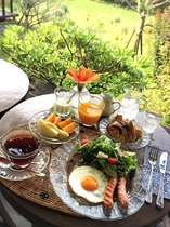 晴れた朝には,デッキで朝食を
