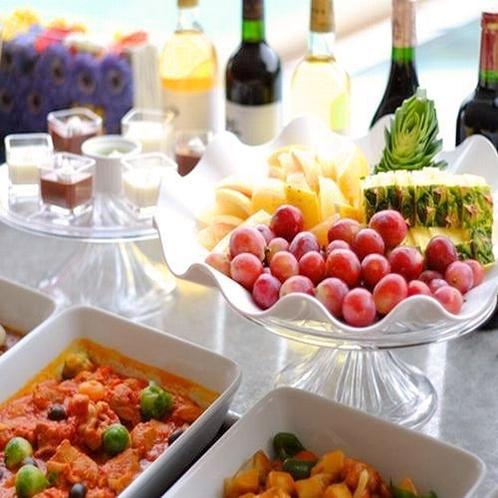 【夕食】ディナーバイキング/フルーツやデザートなど彩り豊かなメニューも※イメージ