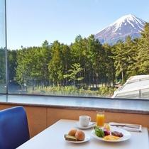 ≪朝食≫富士山を眺めながらごゆっくりお召し上がりください※イメージ
