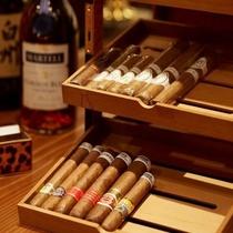 【サロン・ド・フォレスト】バーにてシガーのご用意もございます※21:30より喫煙可