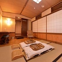 *一坪の湯(貸切風呂)/湯上りの休憩に。簡素ではございますが、寝転べるスペースもご用意。