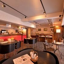 *カフェ・スパ・ノイエポスト(1F)/本格的なドリップコーヒーを楽しめるオープンカフェ。(9:30〜17:30)
