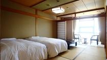 ◆【客室】【和ベッドルーム】和室10畳にシモンズベッドを入れました。脚の弱いお客様にも人気です。