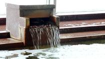 ◆【温泉】すぐそばでこんこんと湧く柿崎上下浜温泉は茶色いモール泉。日によってにごり具合がかわります。