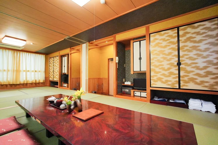 ラージルーム 5〜10名様以上のお部屋。窓一面オーシャンビューの眺め♪