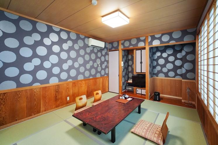 モダン和室  3名〜5名様のお部屋。窓一面オーシャンビューの眺め。