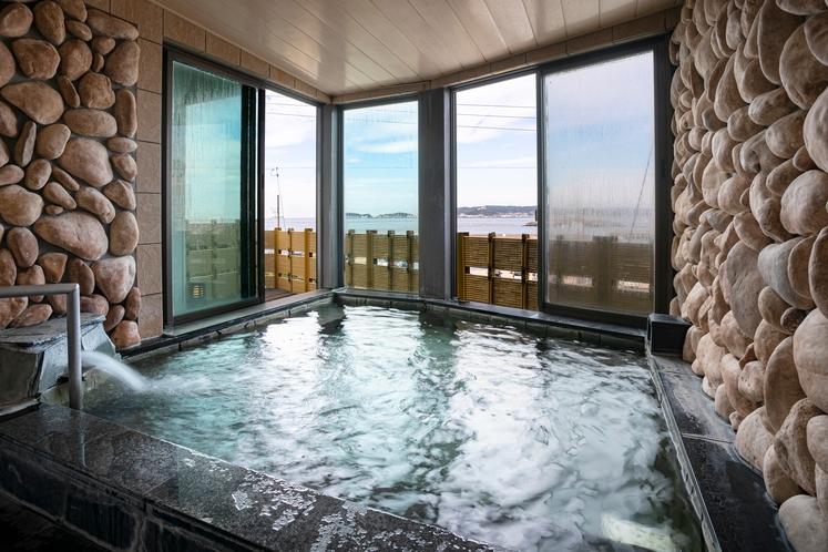 24時間入浴可能な二股温泉の原石を使用した人口温泉