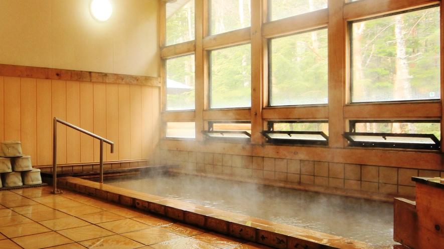 ・内湯 源泉かけ流しの湯