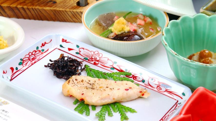 【朝食】日本海で揚がった魚介もどうぞ
