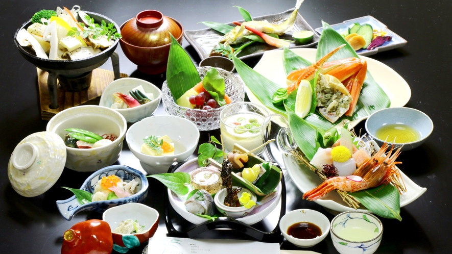 夏料理の一例。夏が旬の板長厳選食材を涼しげに。
