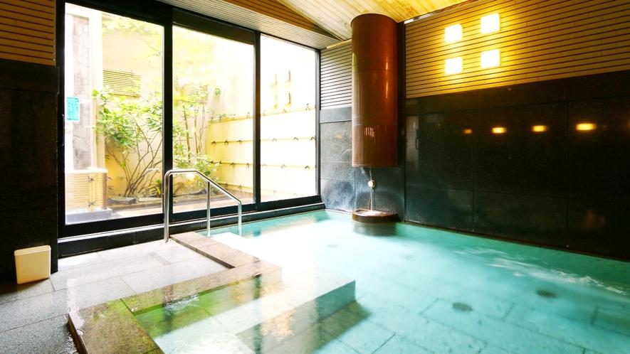 加賀百万石、歴代藩主に愛された「湯涌温泉」の湯。内湯・露天とも24時間好きなだけ楽しめます。