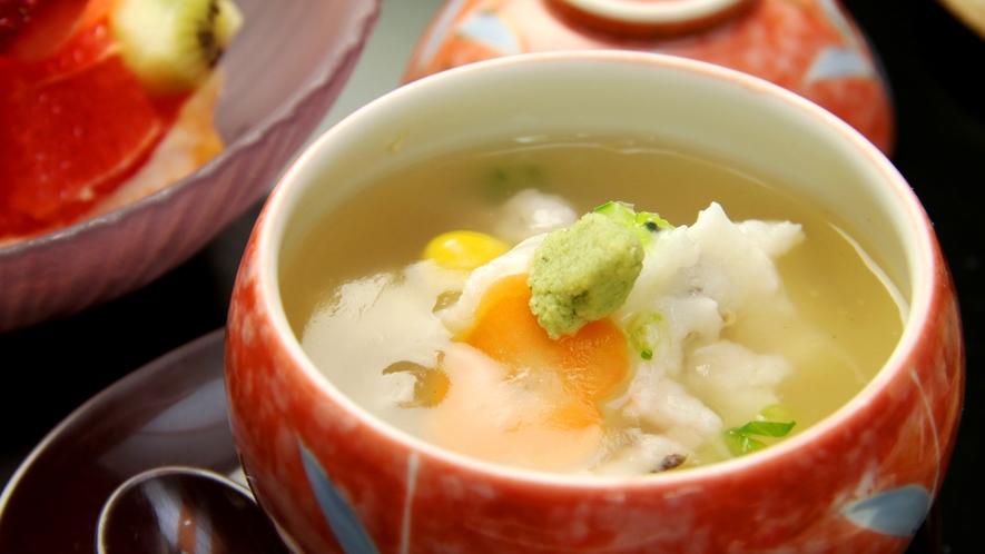 冬料理の一例。期間限定で楽しめるかぶら蒸し。