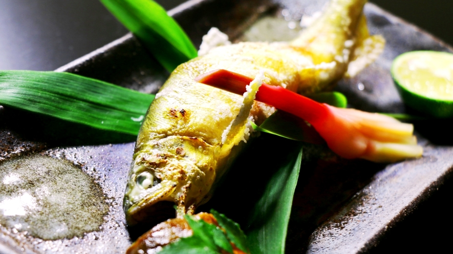 夏料理の一例。鮎塩焼き。