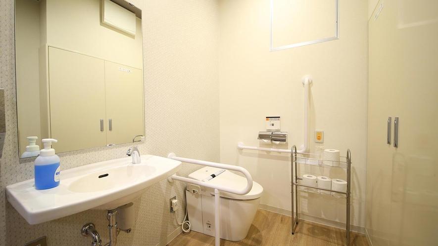 【館内施設】1階 身障者用トイレ