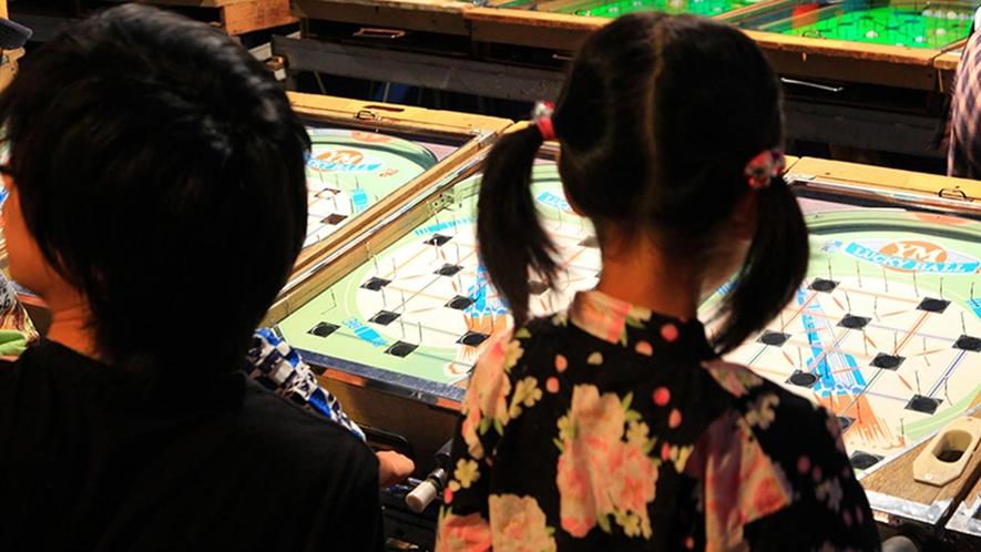 レトロゲームを楽しめる遊技場もございます