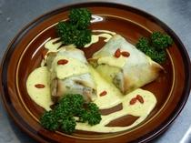 お魚料理の定番 サーモンの春巻き包み