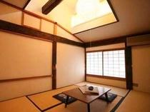 お部屋には天窓があり、開放感ある作りになります(一例)