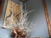 大きな花餅 毎年綺麗な花を変えます。階段に花を添えています。
