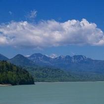 糠平ダムから見るニペソツ山
